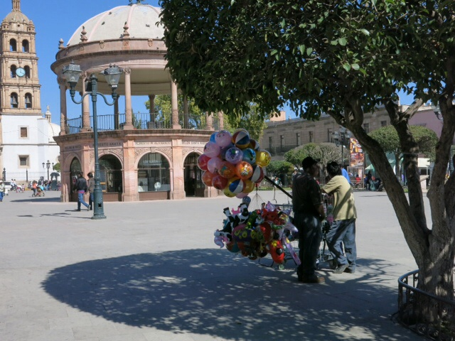 Balloon seller in the Plaza