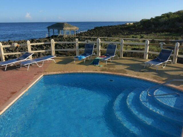 The swimming pool in Roatan