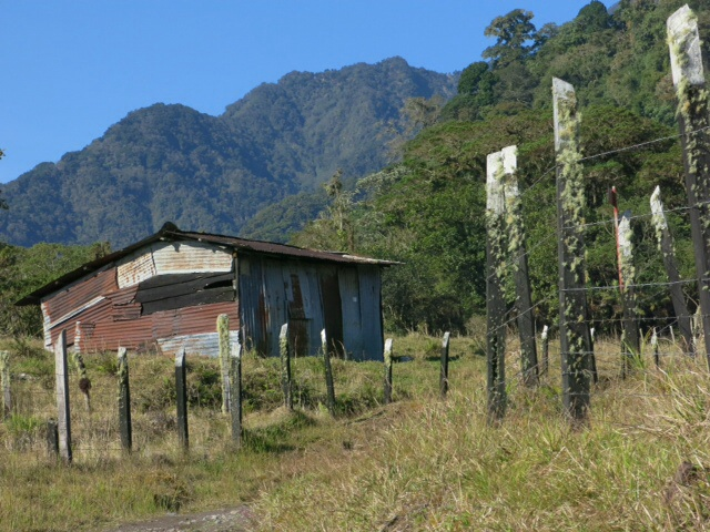 Farm at the start of the Quetzal track