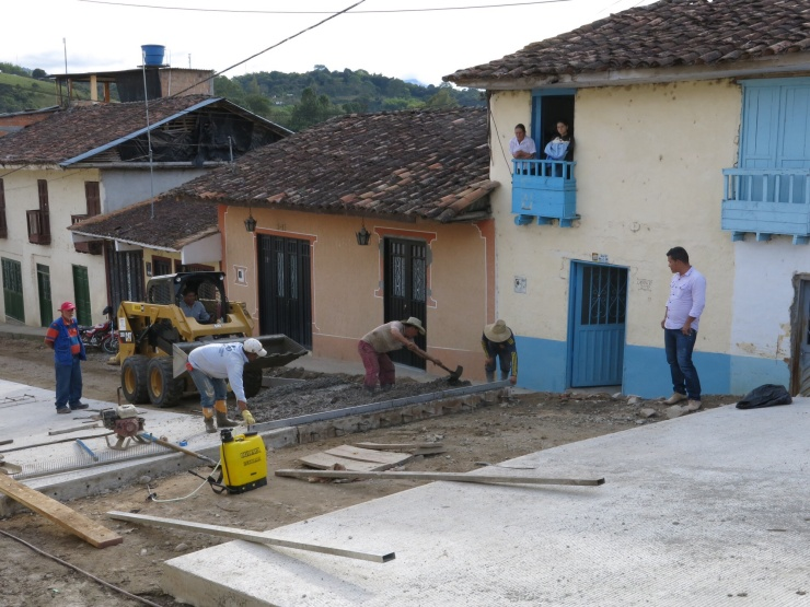 Men at work in San Agustin