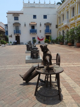 Statues in the Santa Domingo plaza in Cartagena