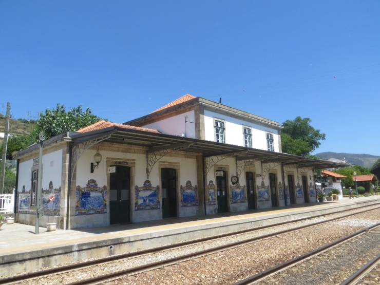 Pinhao station with blue tiles