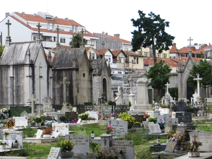 Large cemetery in Porto