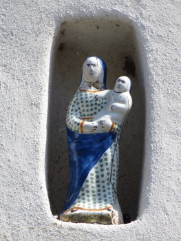 Representative figure in a wall in Kervalet