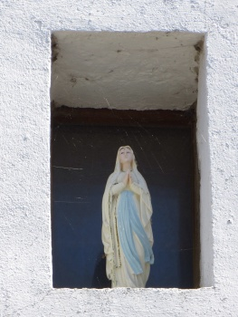 Religious figure in a wall in Kervalet