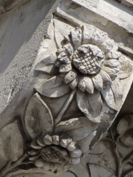 Carving on a building in Le Pouliguen