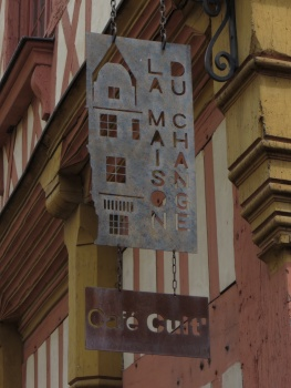 Lunch time cafe sign in Nantes