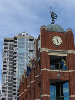 Old and new architecture near the Byward Market