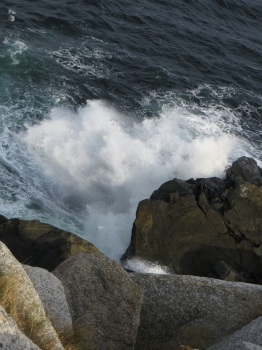Waves crashing at Middle Head