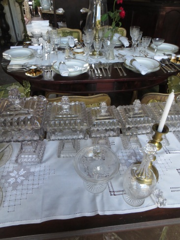 Formal dining - the table cloths are all made locally