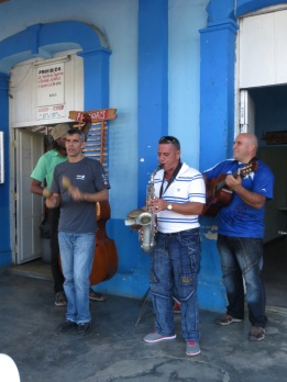 Band outside the bar in Vinales