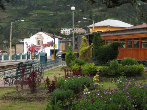 Park near the train station in Alausi