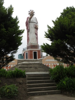 Statue of some Saint overlooking Alausi