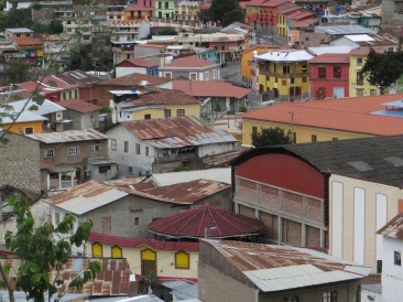 Colourful roofs and buildings in Alausi