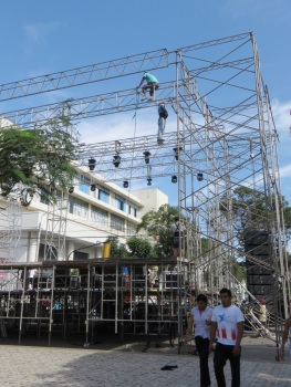 No harnesses for the scaffold builders in Chiclayo!