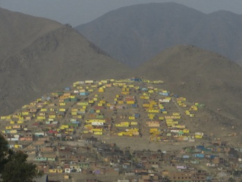 A yellow suburb outside Lima