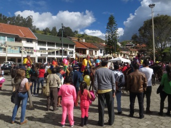 Crowds in the plaza at Chordeleg
