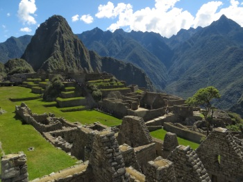 The ruins below Wayna Picchu