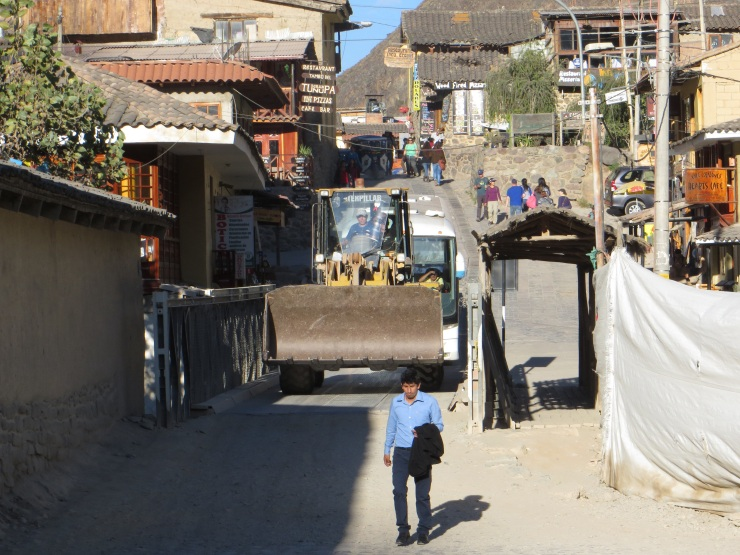 Traffic in Ollantaytambo