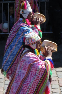 Conch shell players