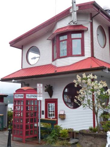 Cafe in Cow Bay