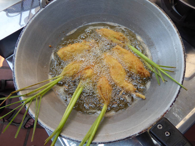 Stuffed lemon grass cooking