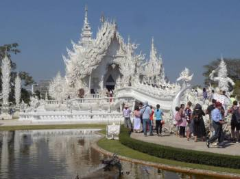 Waiting to enter the White Temple