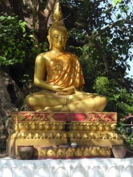 Buddha at entrance to Wat Aham