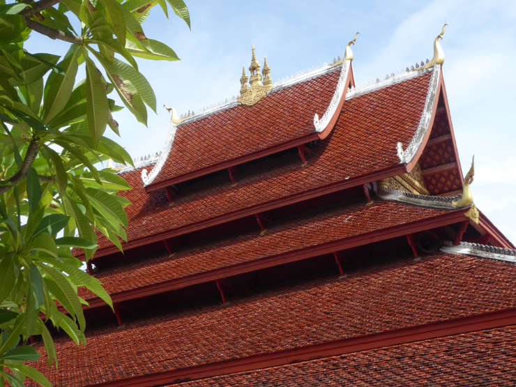 Tiered roof of Wat Mai